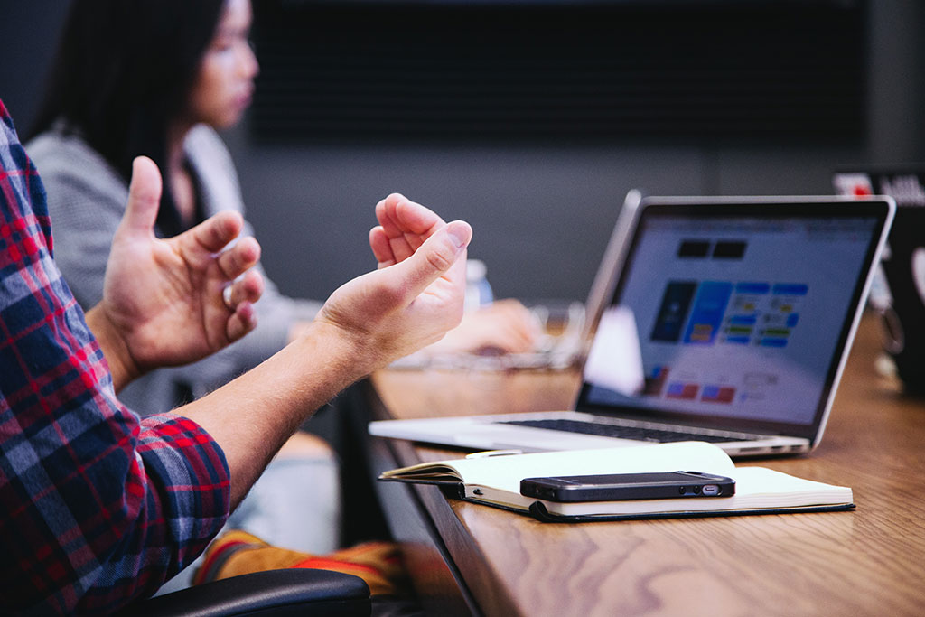 ارتباط گروهی چیست؟ چگونه میتوان ارتباط گروهی را تقویت کرد؟