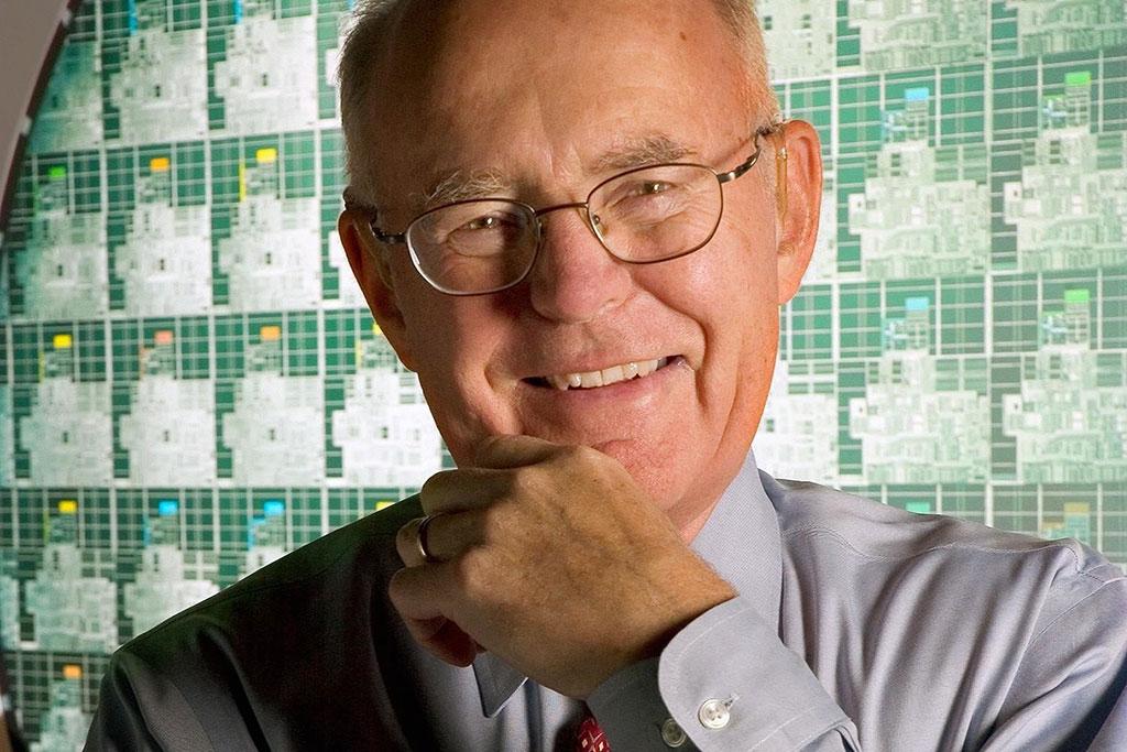 گوردون مور بنیانگذار شرکت اینتل و از پیشروان صنعت فناوری
